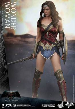 Hot Toys Wonder Woman figure - wide stance with sword