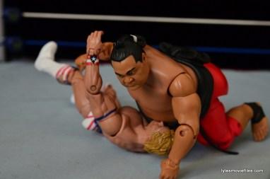 Wrestlemania 10 - Yokozuna stops bodyslam