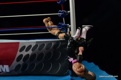 Wrestlemania 13 - Bret Hart vs Stone Cold - figure four on the outside