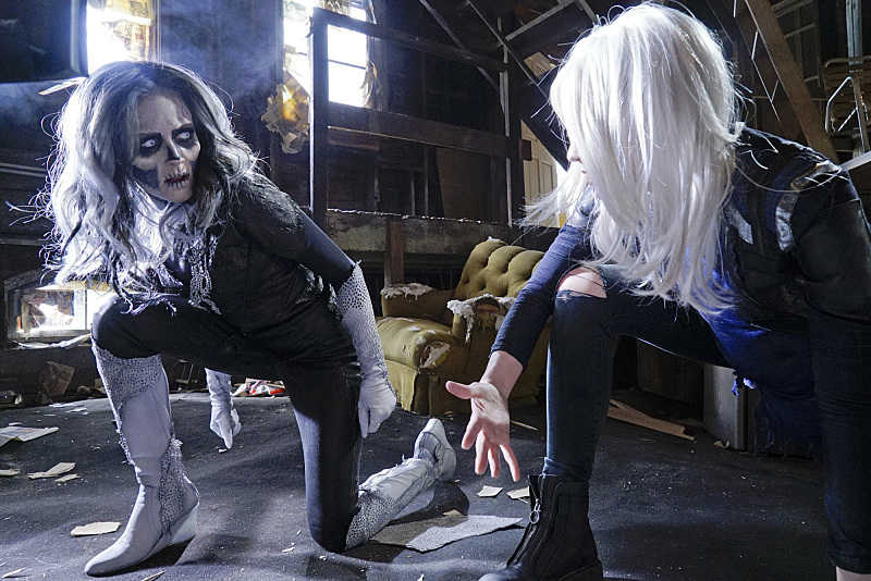 supergirl - world's finest review - silver banshee and livewire_4