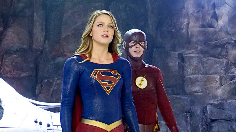 supergirl - world's finest review - supergirl and the flash_2