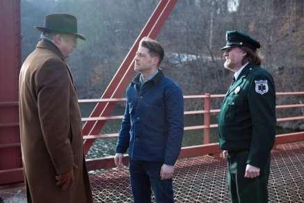 Gotham - Prisoners review - Falcone, Gordon and Bullock-min