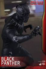 Hot Toys Black Panther figure -claws out