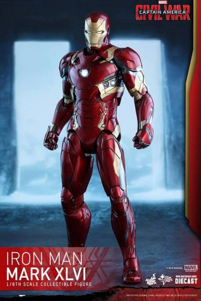 Hot Toys Civil War Iron Man -standing