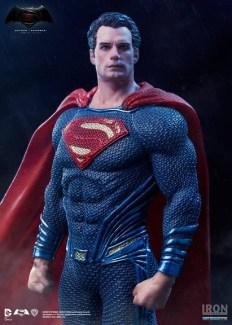Iron Studios - Batman v Superman - Superman statue