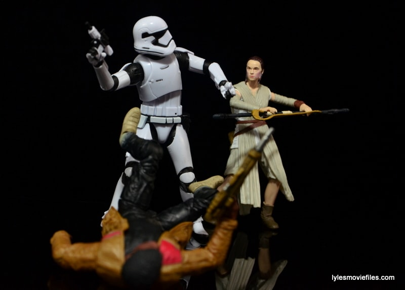 Star Wars The Force Awakens - The Black Series Stormtrooper review -Rey makes the save-min