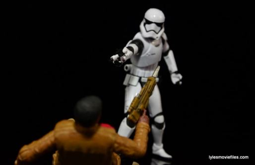 Star Wars The Force Awakens - The Black Series Stormtrooper review -aiming at Finn-min
