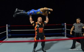 WWE 123 Kid figure review - getting press slammed by Bam Bam Bigelow