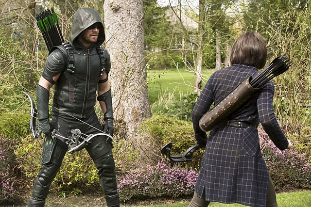 Arrow Lost in the Flood review - Arrow and Thea-min