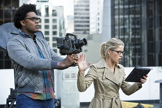 Arrow Schism review - Curtis and Felicity-min