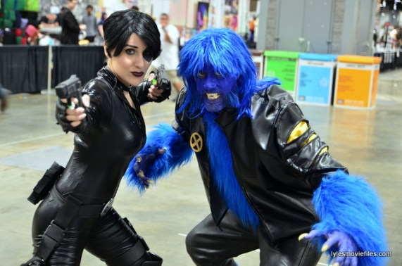 Awesome Con 2016 cosplay - Domino and Beast X-Men