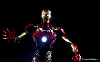 Iron Man Mark 43 Comicave Studios Omni Class Scale figure - lights up