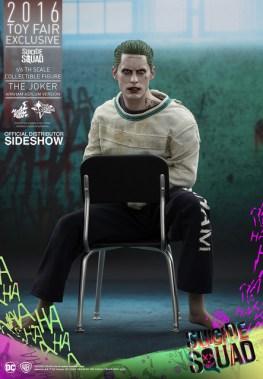 Hot Toys The Joker Arkham Asylum version - in chair