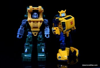 Transformers Masterpiece Bumblebee review -scale with iGear Hench