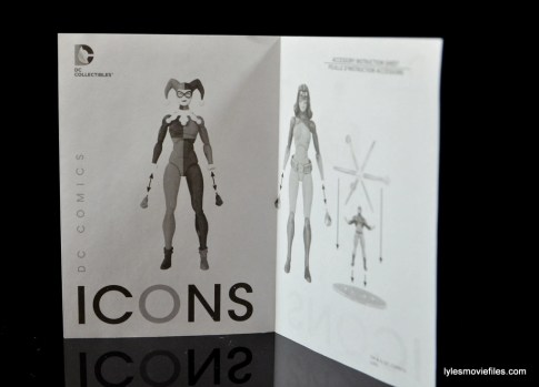 DC Icons Harley Quinn figure review -instructions
