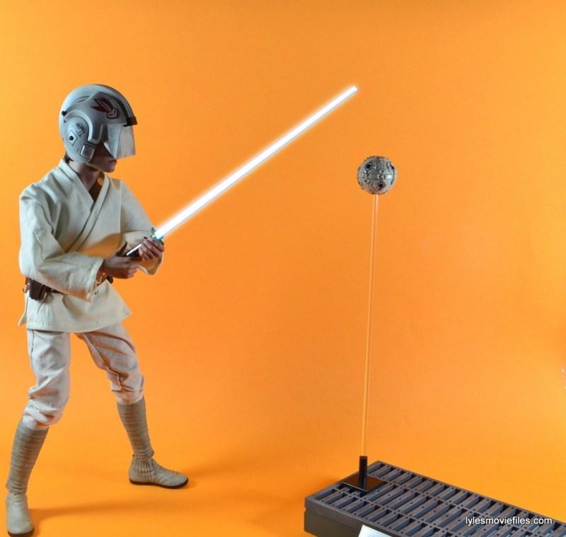 Hot Toys Luke Skywalker figure review - Luke training with blast shield