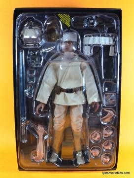 Hot Toys Luke Skywalker figure review -figure in tray