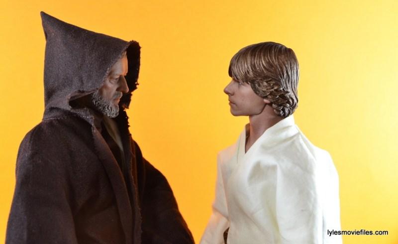 Hot Toys Luke Skywalker figure review -talking to Obi-Wan