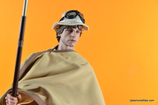 Hot Toys Luke Skywalker figure review -with poncho and floppy hat