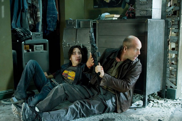 bruce-willis-as-john-mcclane-in-shoot-out-with-justin-long-in-live-free-or-die-hard