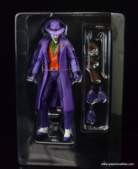 dc-icons-the-joker-figure-review-in-tray