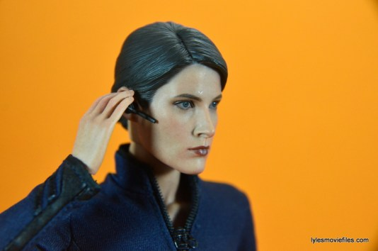 Hot Toys Maria Hill figure -listening on ear piece