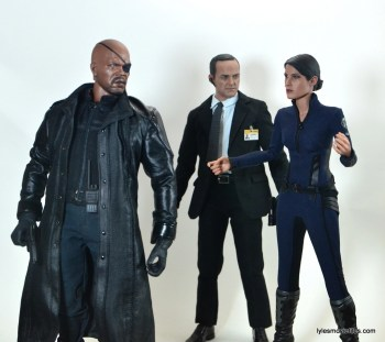 Hot Toys Maria Hill figure - talking to Nick Fury with Agent Coulson