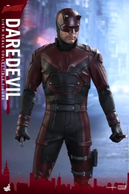 hot-toys-netflix-daredevil-figure-standing
