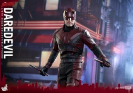 hot-toys-netflix-daredevil-figure-wide-shot