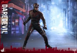 hot-toys-netflix-daredevil-figure-wide