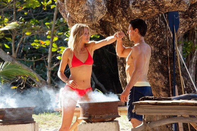 knight-and-day-review-june-bikini-cameron-diaz-punching-roy-tom-cruise