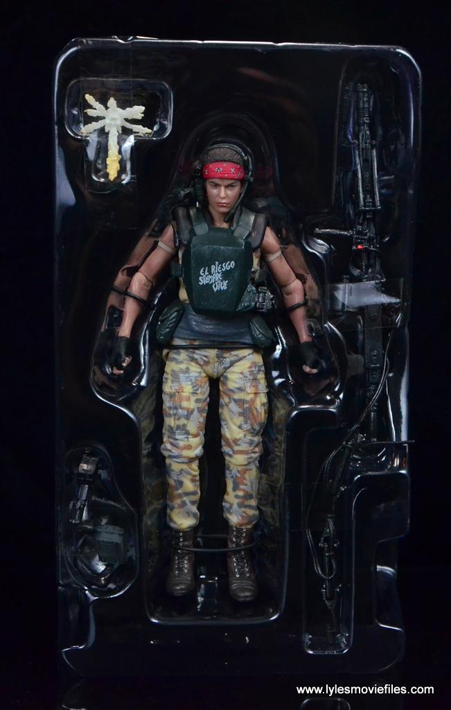 neca-aliens-series-9-pvt-jenette-vasquez-accessories-in-tray