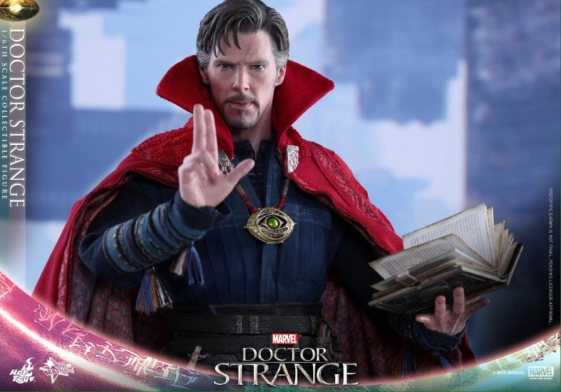 Hot Toys Doctor Strange with book