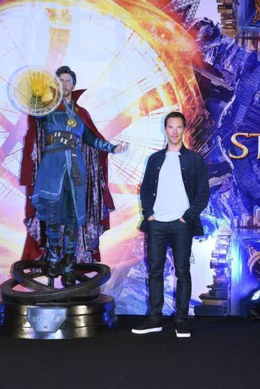 hot-toys-doctor-strange-on-display-with-benedict-cumberbatch