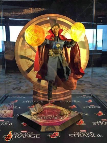 hot-toys-doctor-strange-on-display