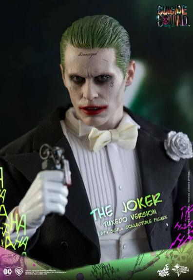 hot-toys-the-joker-tuxedo-version-close-up