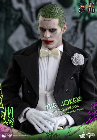 hot-toys-the-joker-tuxedo-version-hands-over-hands