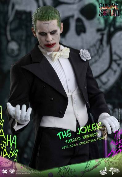 hot-toys-the-joker-tuxedo-version-hands-up