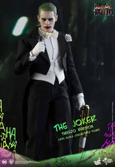 hot-toys-the-joker-tuxedo-version-holding-grenade