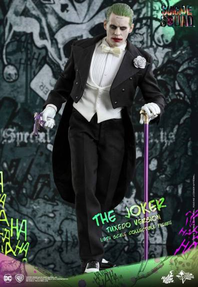 hot-toys-the-joker-tuxedo-version-with-pistol-and-cane