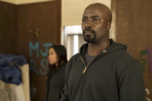 luke-cage-take-it-personal-claire-and-cage