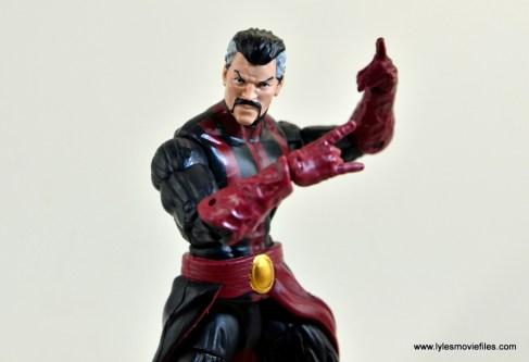 marvel-legends-doctor-strange-figure-review-pivoting