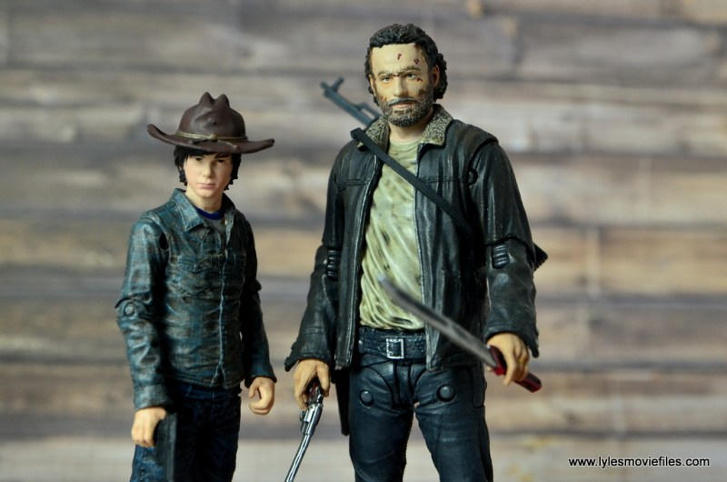 the-walking-dead-carl-grimes-figure-review-series-7-with-rick-grimes