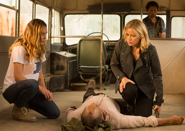 fear-the-walking-dead-episode-north-alicia-madison-and-travis