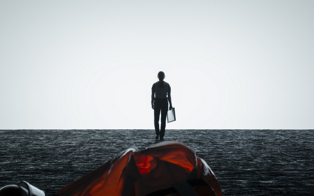 Arrival-review-Louise-talking-to-aliens