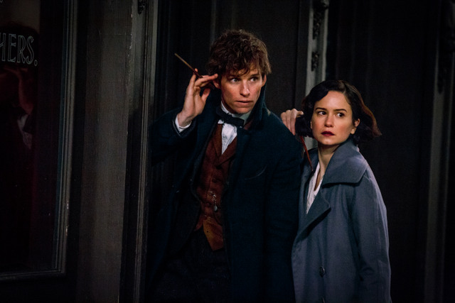 Fantastic-Beasts-and-Where-to-Find-Them-review-Newt-and-Tina