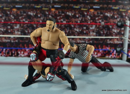 wwe-elite-43 samoa joe figure-review-boston-crab-to-finn-balor