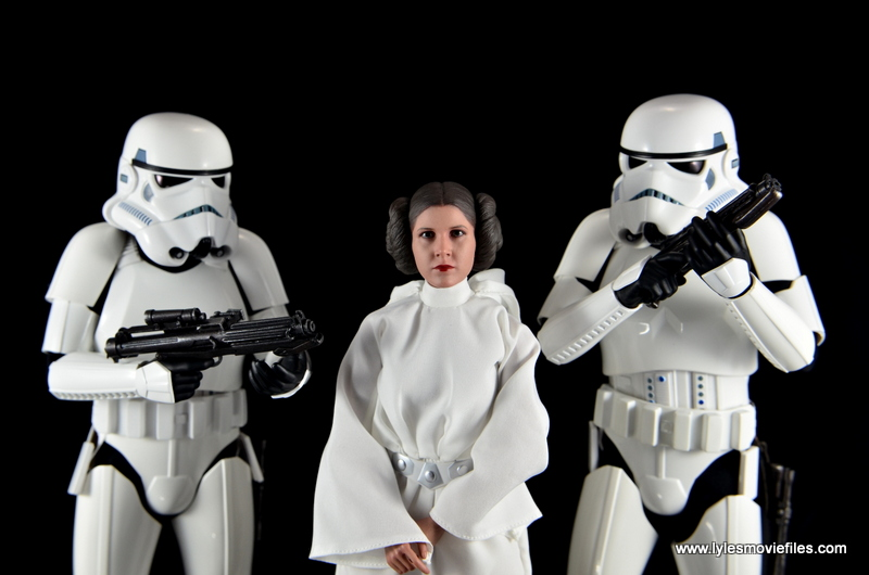 Hot Toys Princess Leia figure review -brought in by Stormtroopers