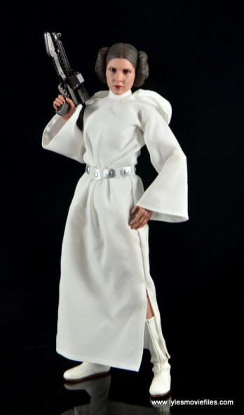Hot Toys Princess Leia figure review -raising Stormtrooper blaster