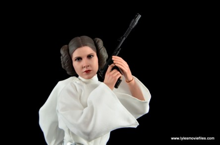 Hot Toys Princess Leia figure review - readying blaster pistol